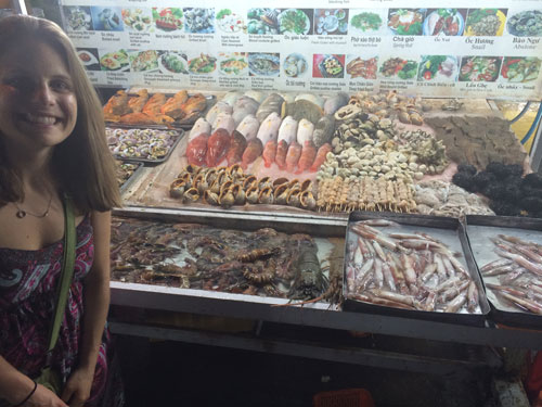 Dinh Cau Night Fish Market